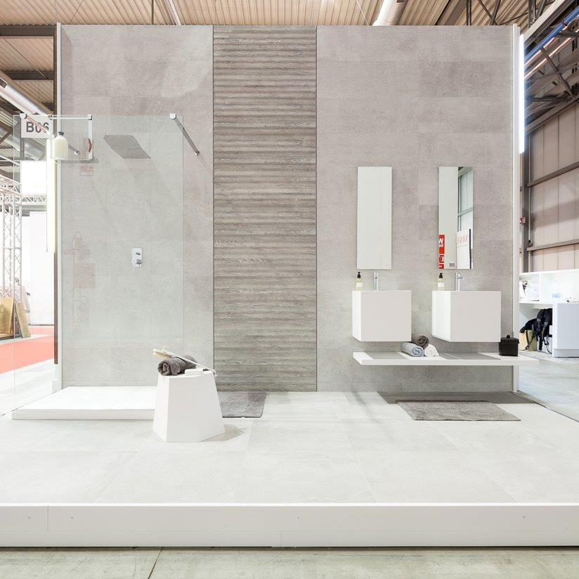 Succ s de porcelanosa made expo 2015 solid surface krion for Salle de bains porcelanosa