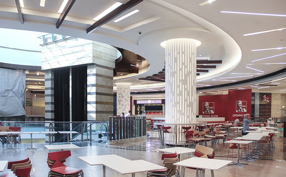"krion® and cloisall, quality and excellence, a perfect combination at ""abu dhabi mall food court"". Solid Surface para mobiliário"