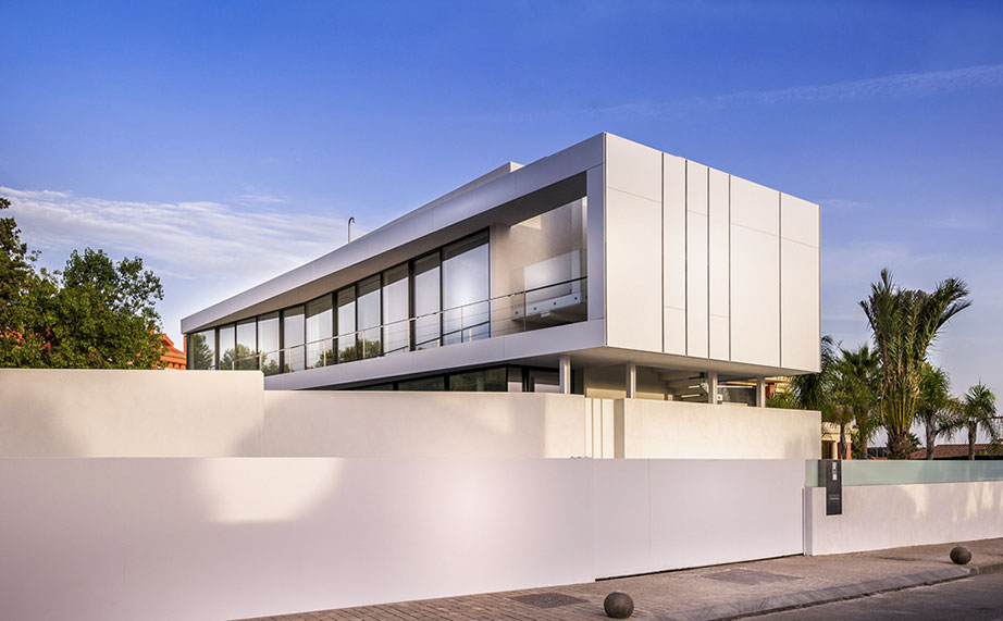 butech y krion® en la fachada - cool blue villa project . Solid Surface  revestimiento exterior