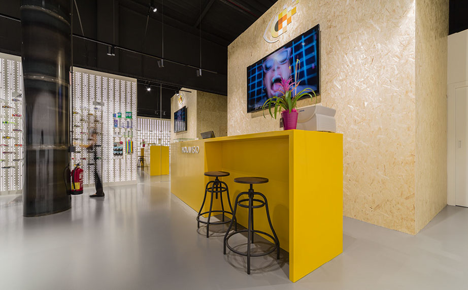 krion® 6201 imperial yellow, ideal for the corporate identity of holavision. Solid Surface for meble handlowe