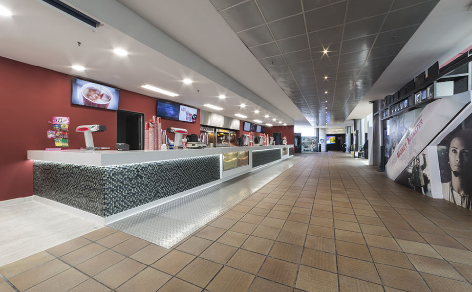 multicines bages centre is renovated with 17 metres of bar made with krion®. Solid Surface for restaurant & catering