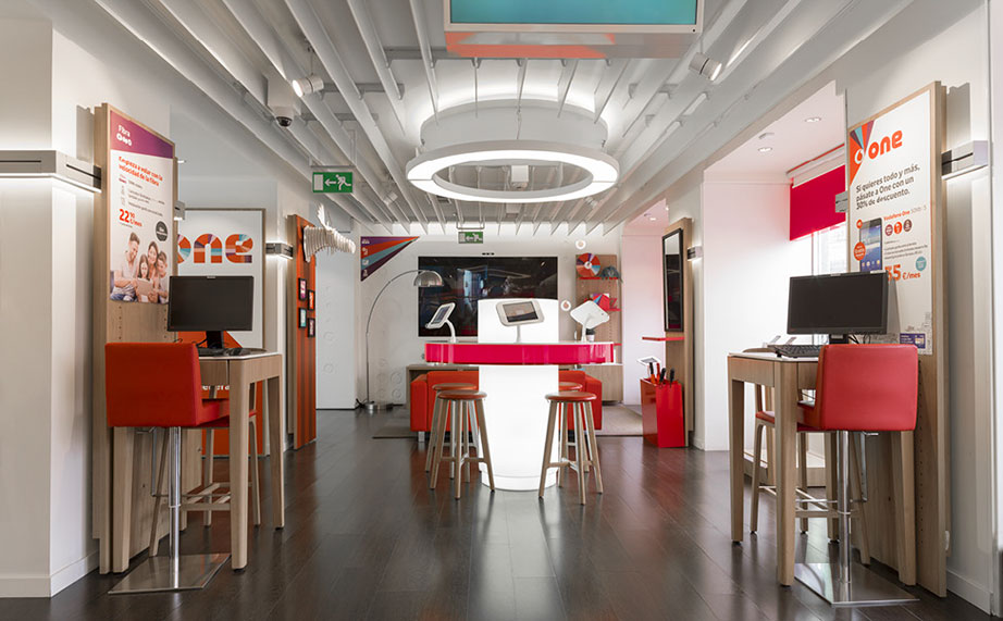 KRION® and 3G Office dazzle Madrid at Vodafone Puerta del Sol - Solid Surface