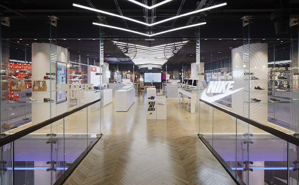 krion® in nike town, oxford street, london, just do it.   beschilderung