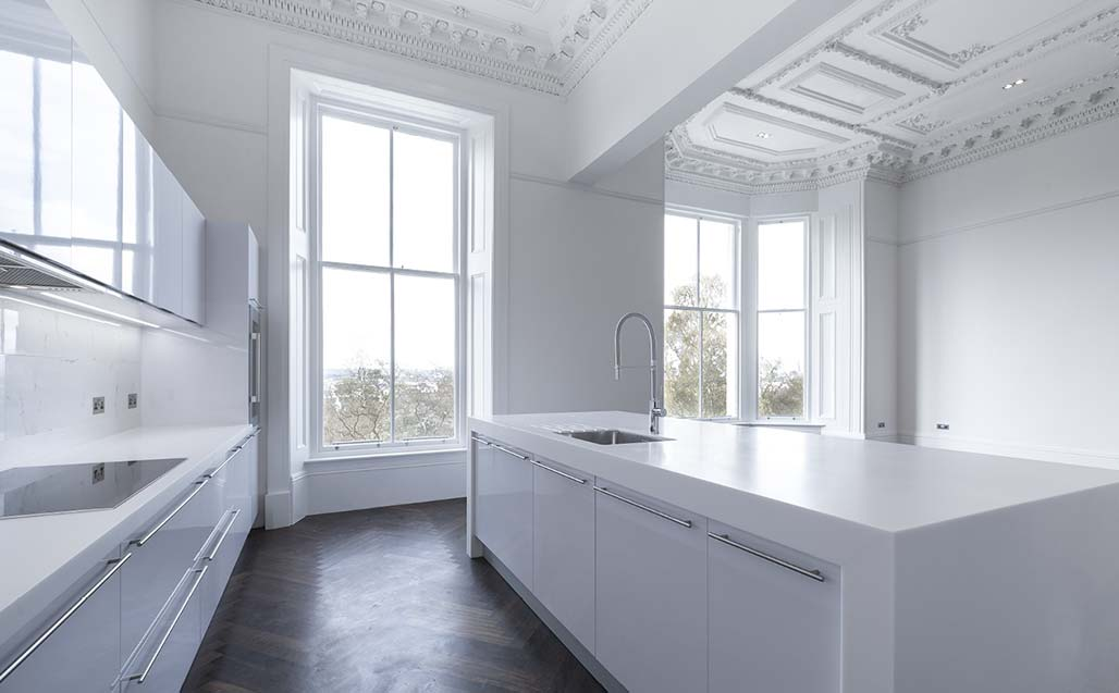 combination of neoclassical design and new generation krion material at park terrace, glasgow. Solid Surface para casas