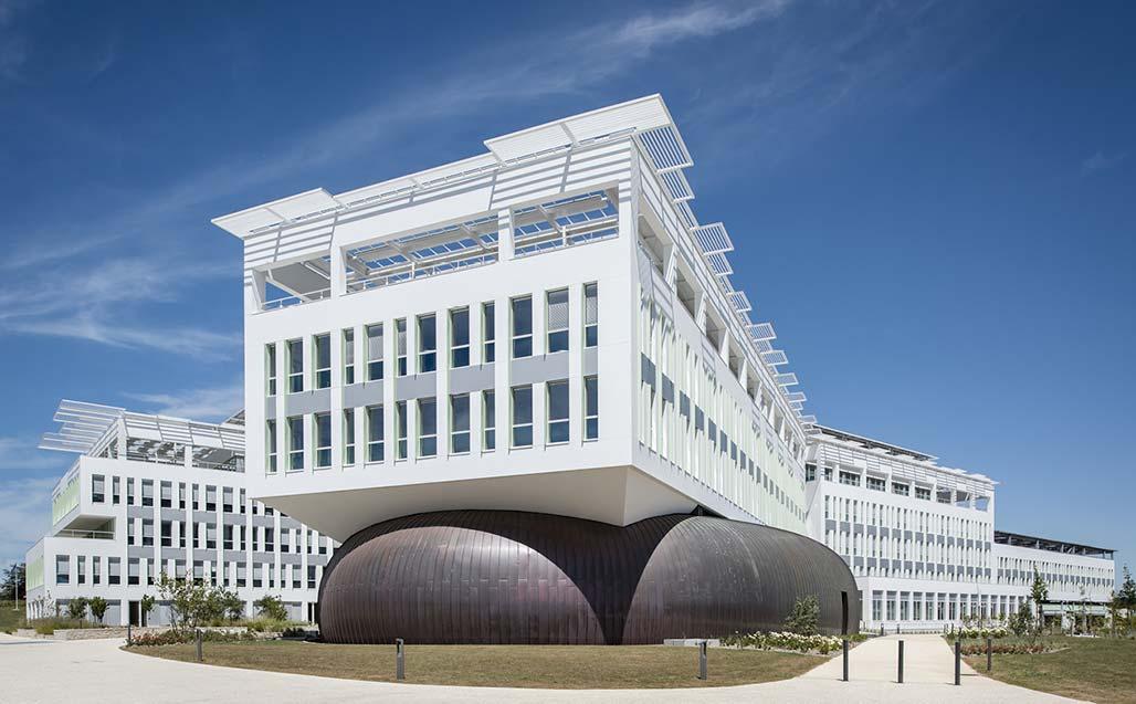 Ory & Associates introduce 6.000 m2 de KRION fv en la sede de Crédit Agricole Poitou-Charentes (Lagord, Francia)