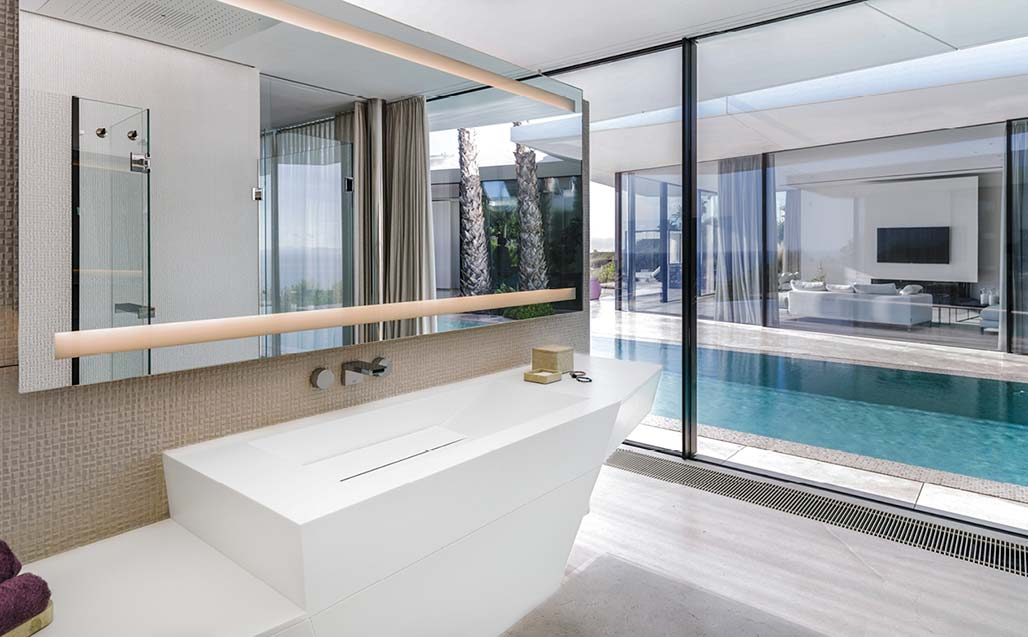 the jle studio gives importance to content, using krion and glass in a home in mallorca. Solid Surface для Жилые объекты