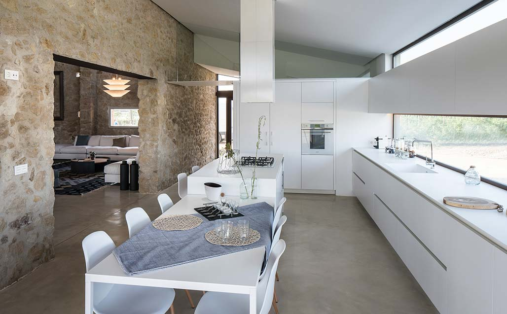 krion in the project of gloria duran combining rural construction with modern life. Solid Surface  woningen