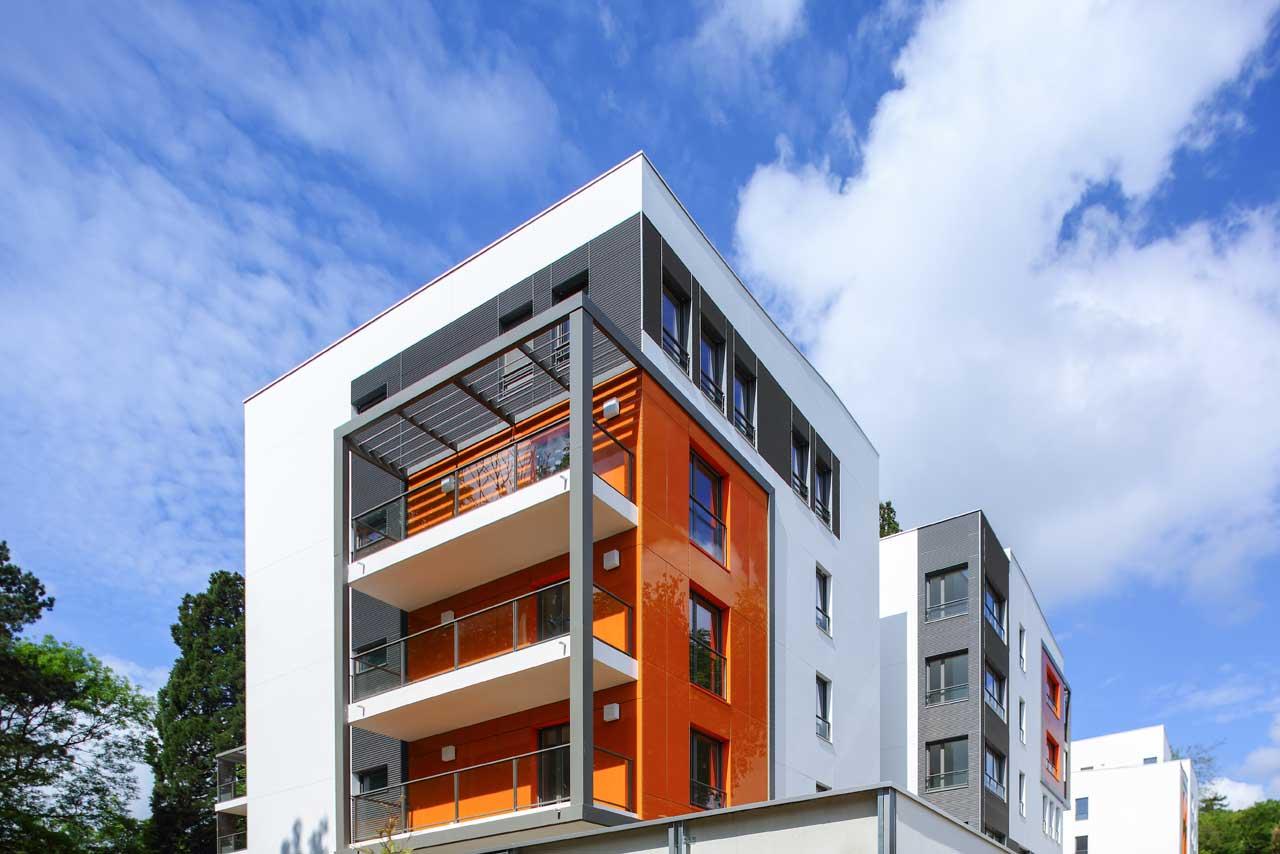 fachada edificio residencial - neudon - francia. Solid Surface  室外墙面
