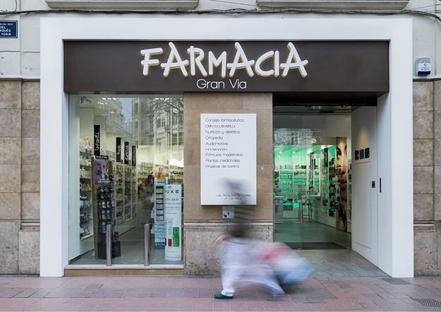 farmacia gran vía - valencia - españa. Solid Surface for commercial furniture
