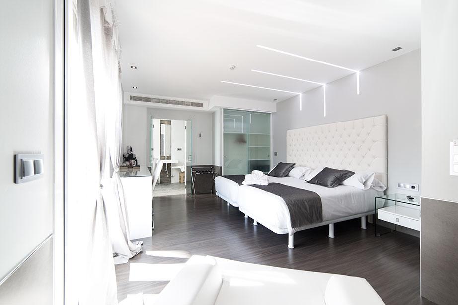 Equipamiento de ba o de superficie s lida solid surface for Hotel design genes