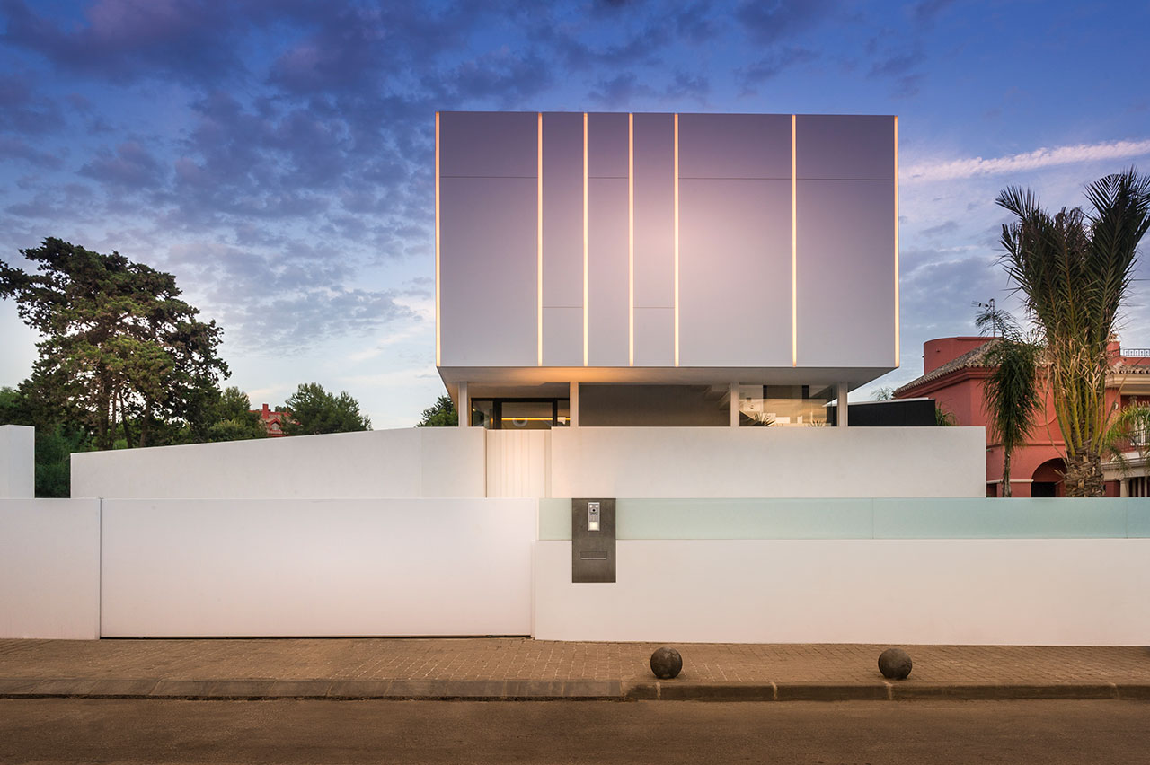 cool blue villa - marbella - malaga - españa. Solid Surface  室外墙面