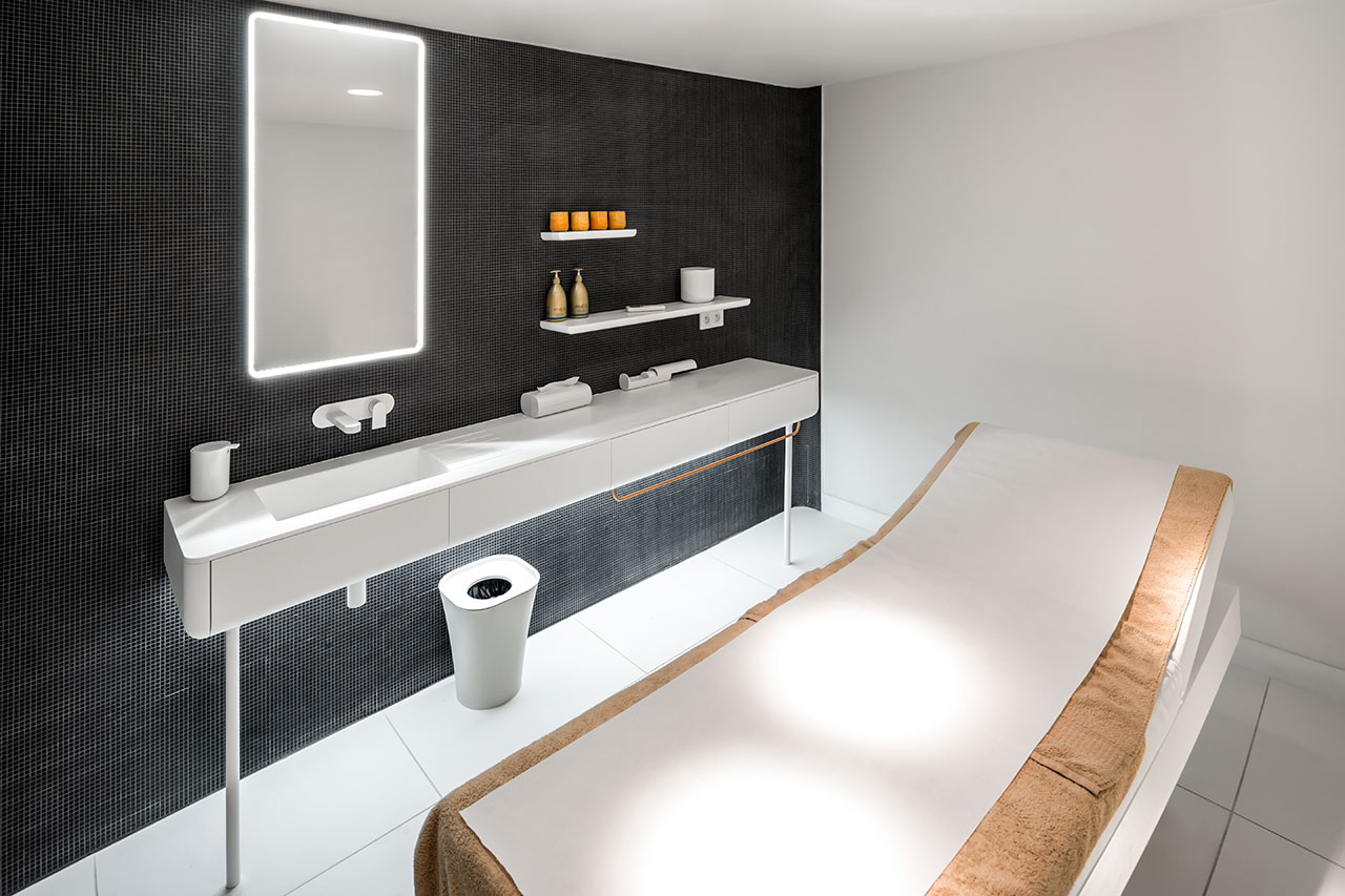 c.c. leclerc - saint paul les dax - francia. Solid Surface for bathroom equipment