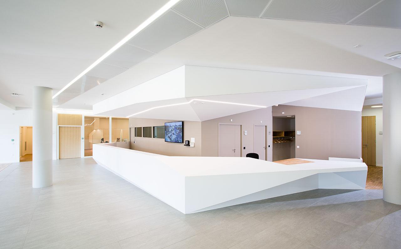 """l'institut de chirurgie guidée par l'image """"ihu"""" - estrasburgo - francia. Solid Surface for healthcare"""