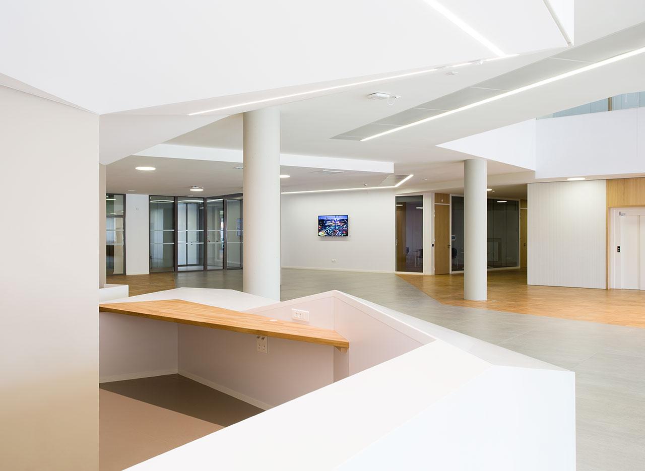 "l'institut de chirurgie guidée par l'image ""ihu"" - estrasburgo - francia. Solid Surface  rivestimento da interni"