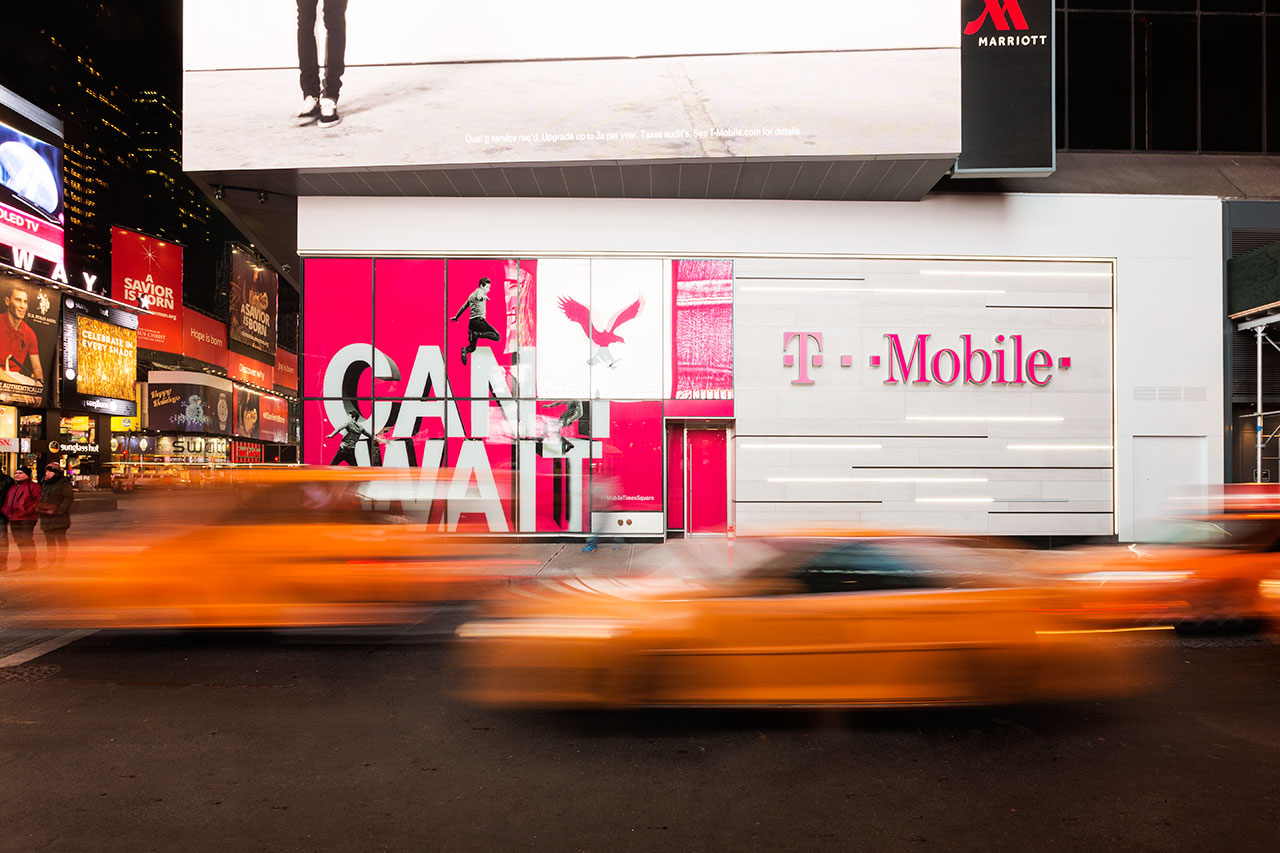 t-mobile, times square - new york - usa.   paroi revêtement