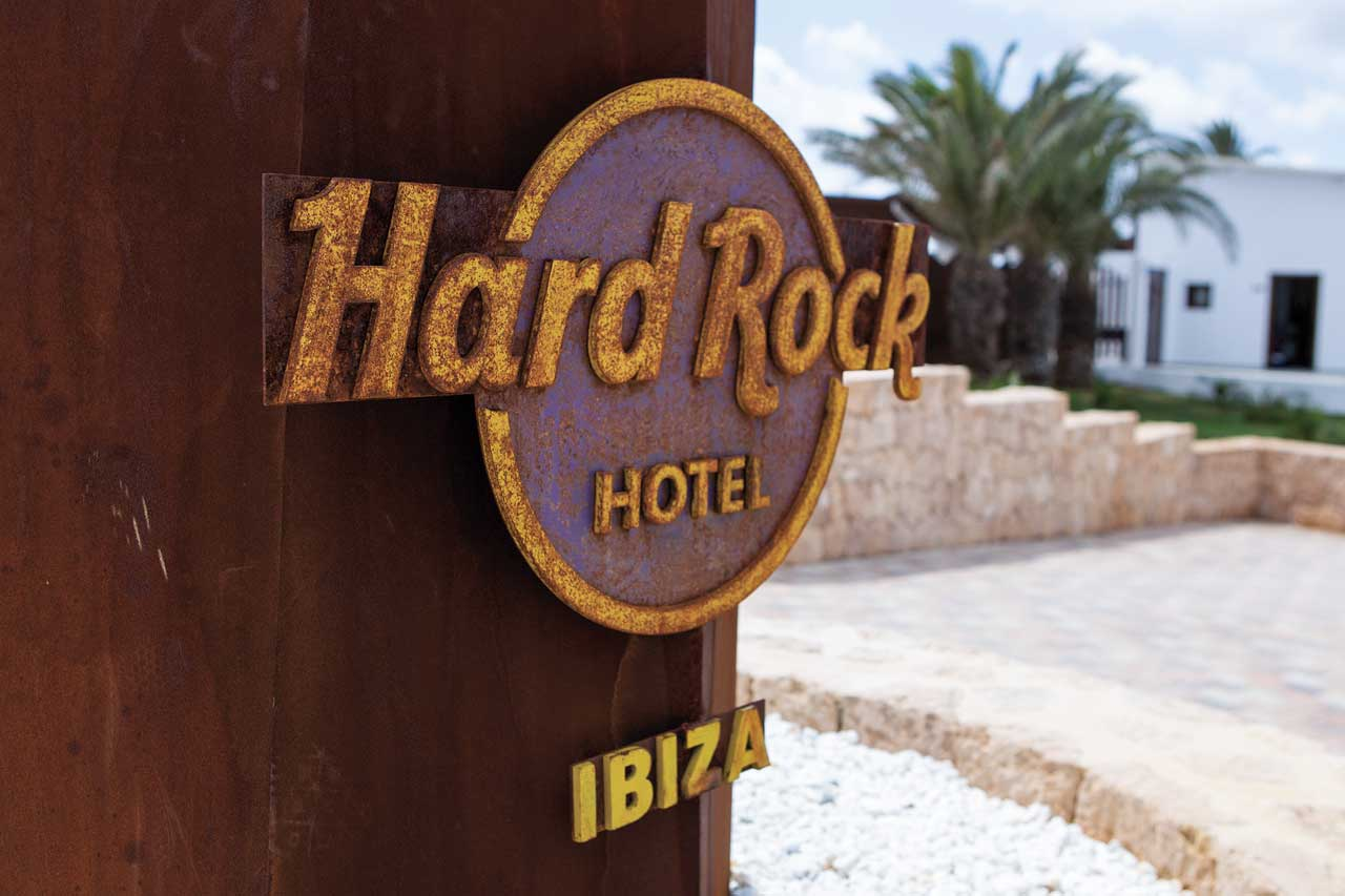hard rock – ibiza – españa. Solid Surface for commercial furniture