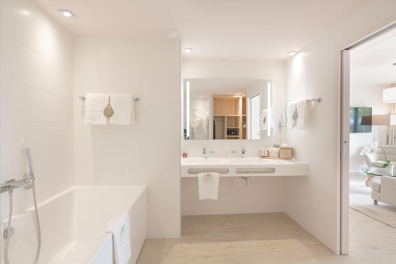 krion l akoya h tel le de la r union borella art design. Black Bedroom Furniture Sets. Home Design Ideas